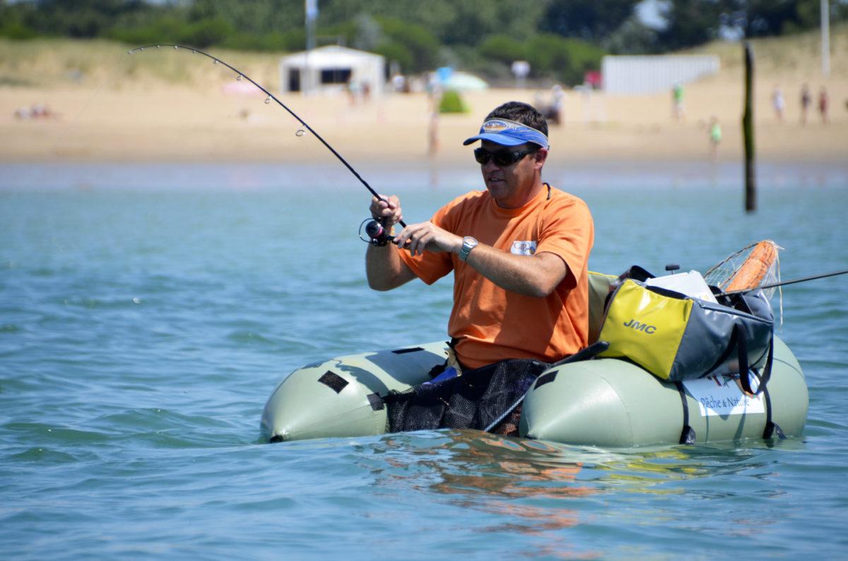 Pêche en float-tube au large de La Faute-sur-Mer