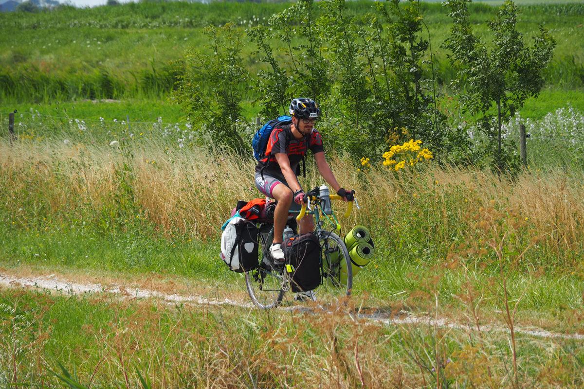 La Vélodyssée passe dans le marais desséché, notamment à Triaize
