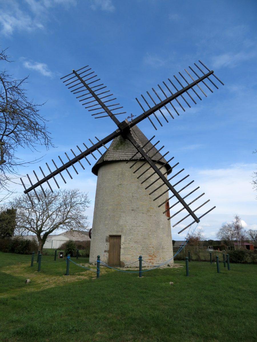 Nalliers-moulin-champ-de-la-truie